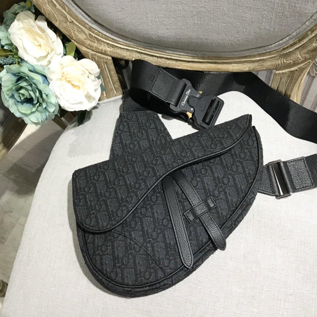 推荐市场最顶级Dior胸包原版迪奥腰包最高品质包包
